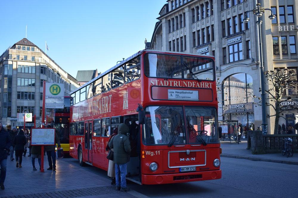 Stadtrundfahrt-Tour-Bus-Hamburg