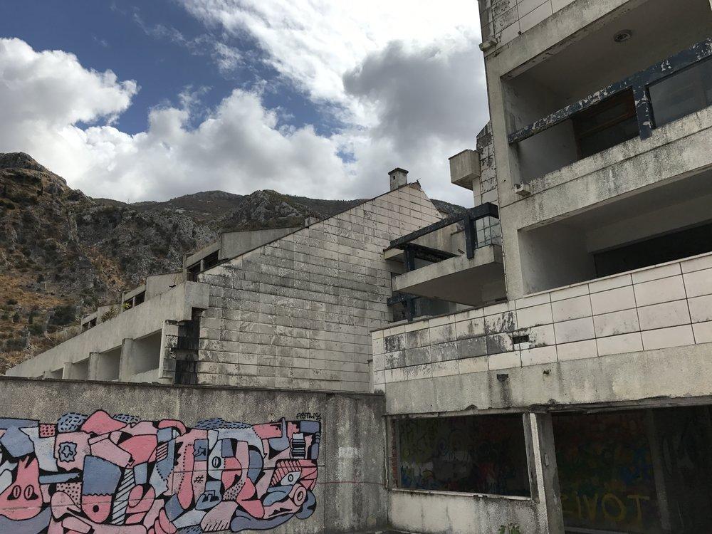 Hotel-Fjord-Kotor-Graffiti