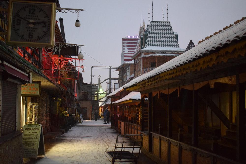 Izmailovsky-Kremlin-Market-Evening