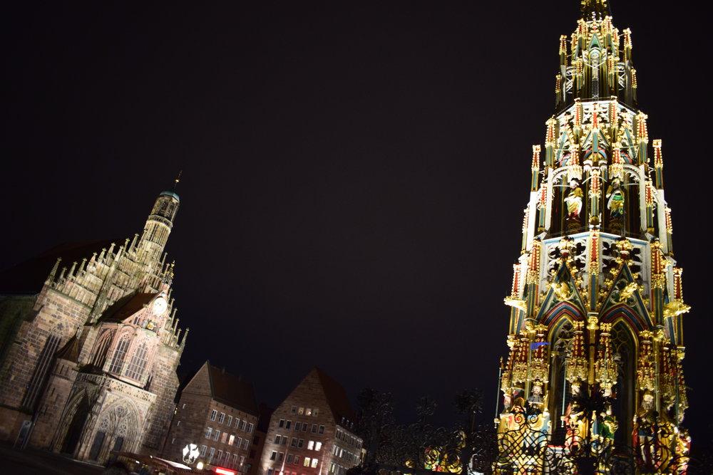 Beautiful-Fountain-Night-Nuremberg