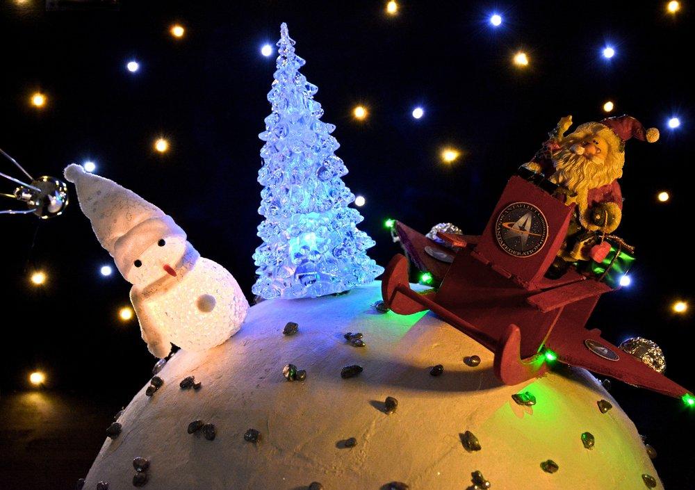 ChristmasOrnamentsGlobe