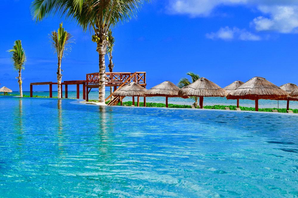 Cancun-Infinity-Pool-Beach-Riviera-Maya