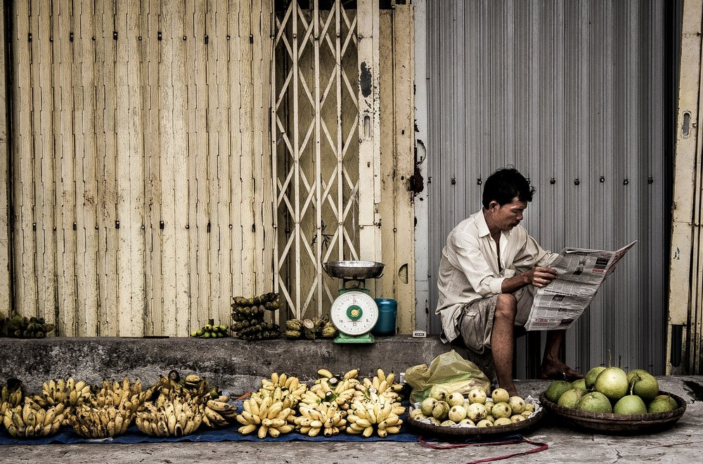 Vietnam-Fruit-Seller-Market