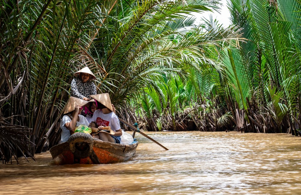 Vietnam-Boat-Tour-Gondola-Tourists