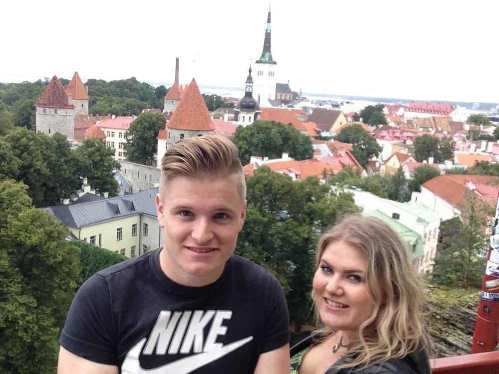 Toompea-Hill-Tourists-Selfie