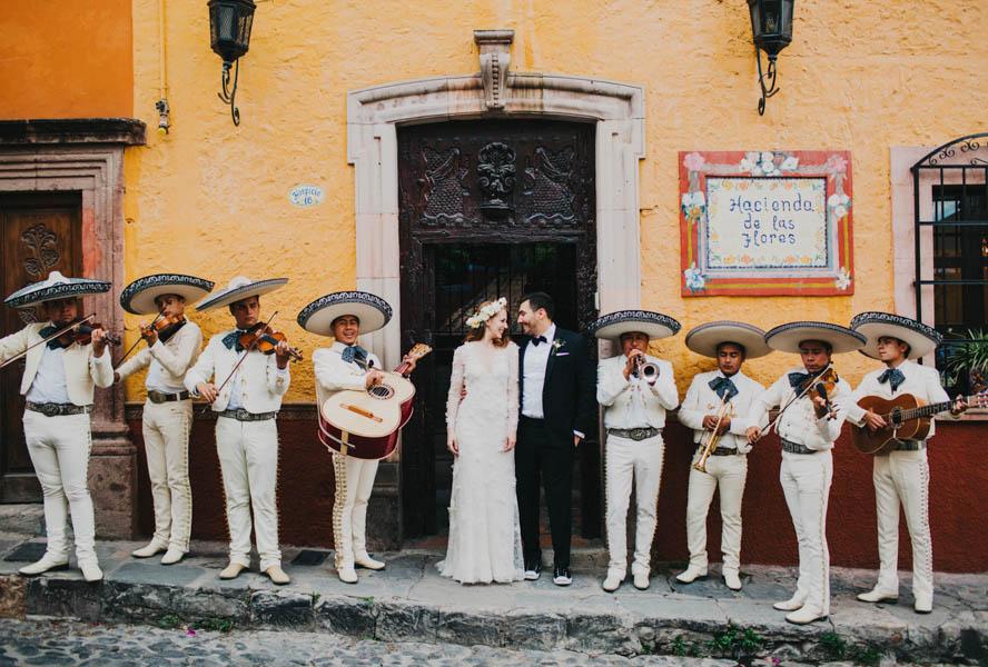 Festive and Faboulous Mexico Destination Wedding. Foto: Blest Studios.