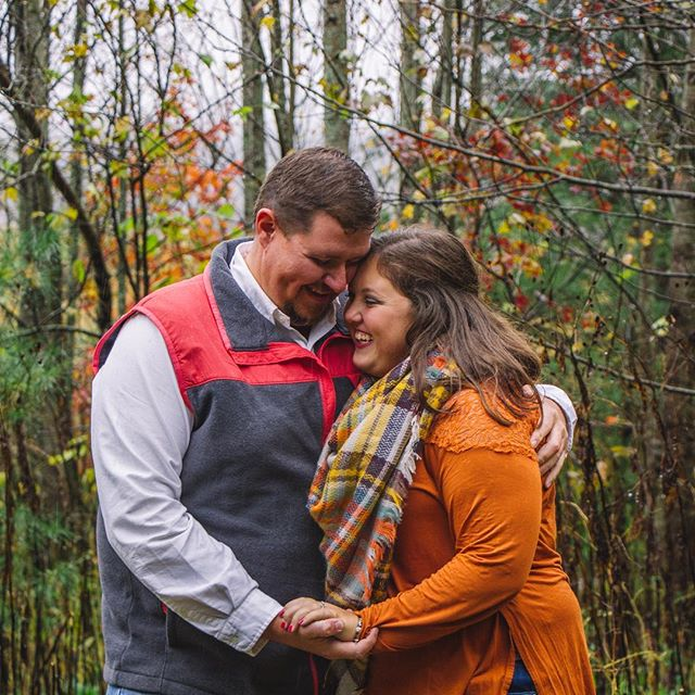 It's fall y'all and I'm so happy to be doing fall shoots 😍 congrats on your engagement guys! 💕