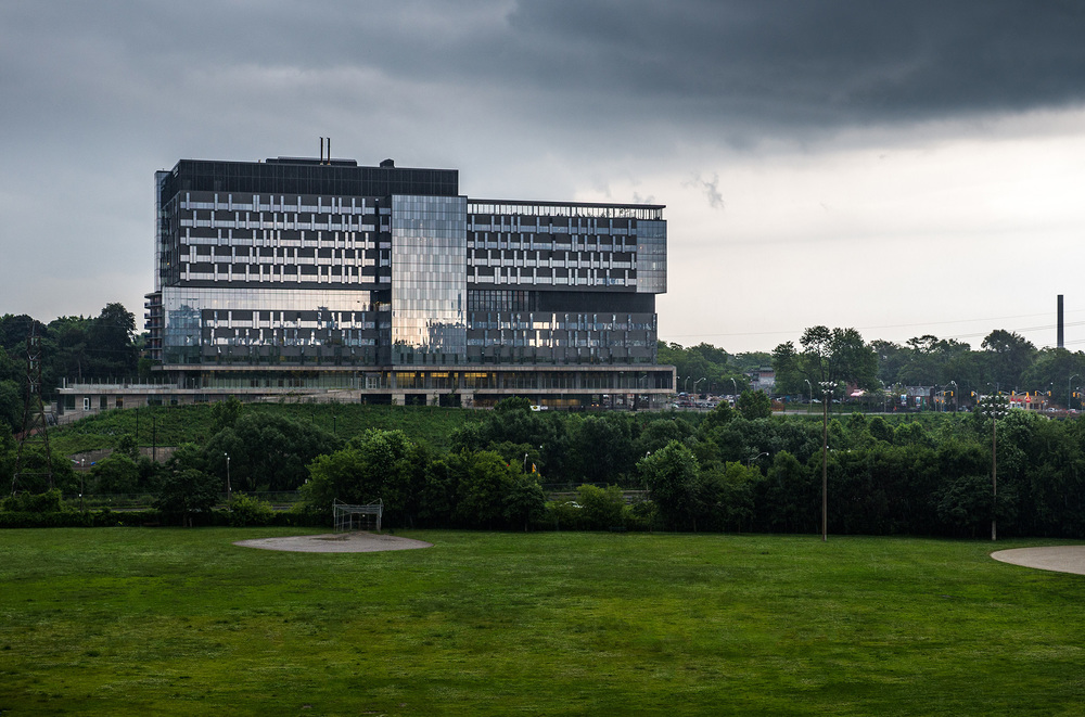 bridgepoint-health_riverdale-park_rain_close_01.jpg