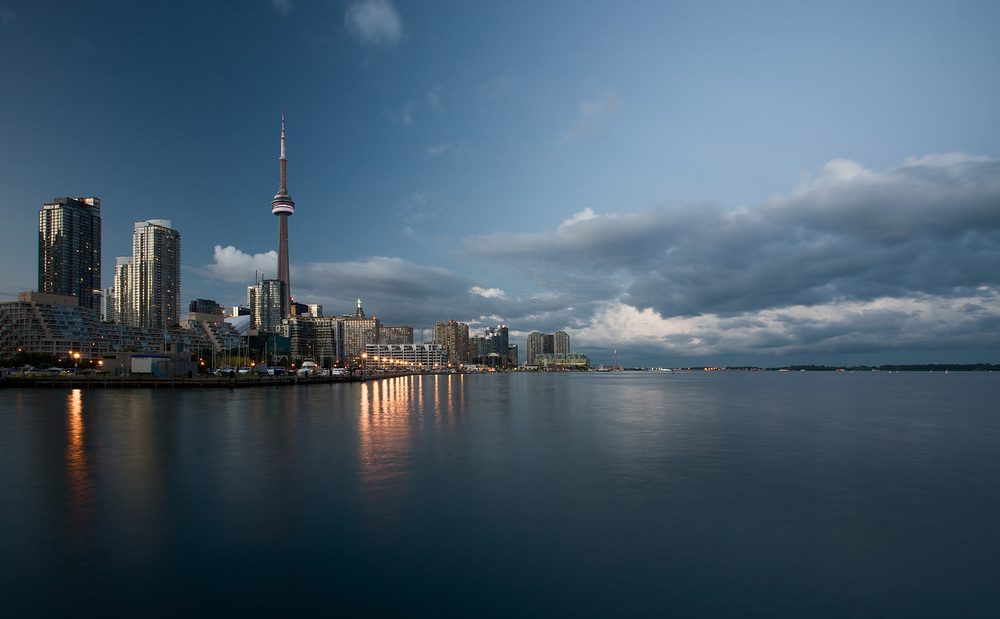 cn-tower_downtown_ireland_park_01_original.jpg