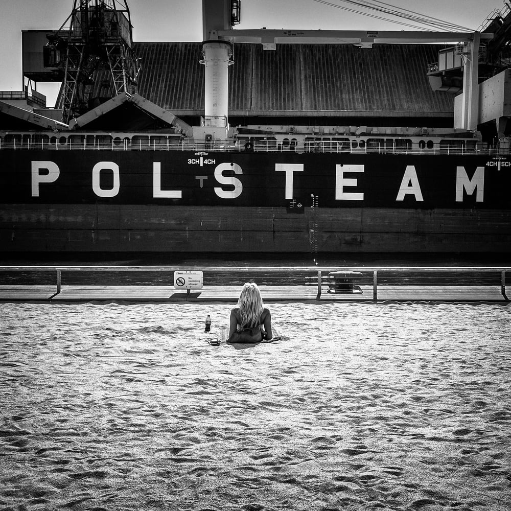 sugar-beach_blonde-ship_polsteam_sq-bw_01.jpg