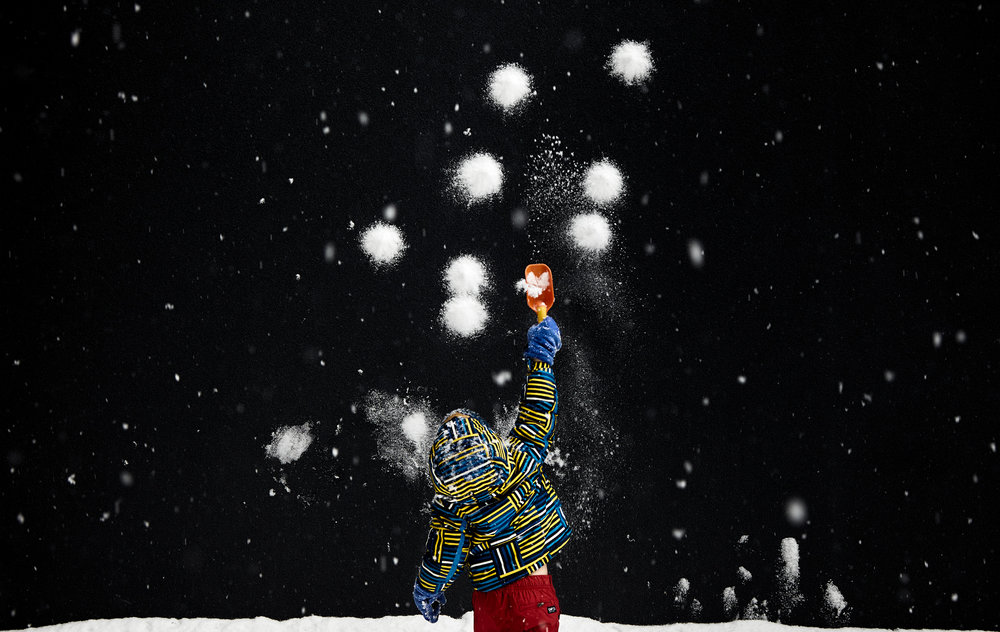 boy_winter_snow_wall_01.jpg