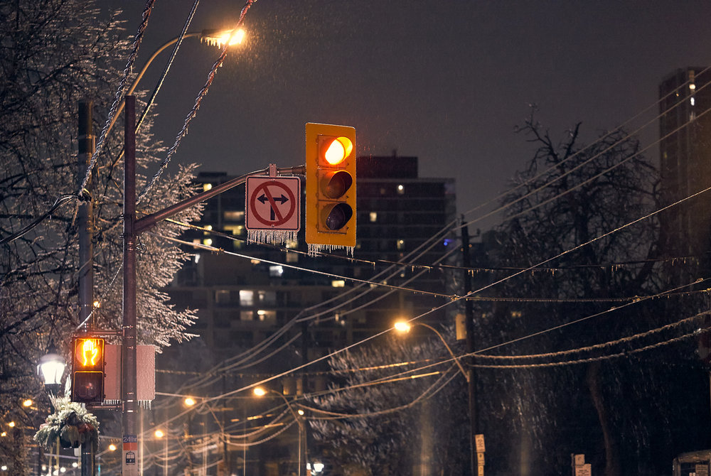 ice-storm_traffic-light_night_carlton_frozen_01.jpg
