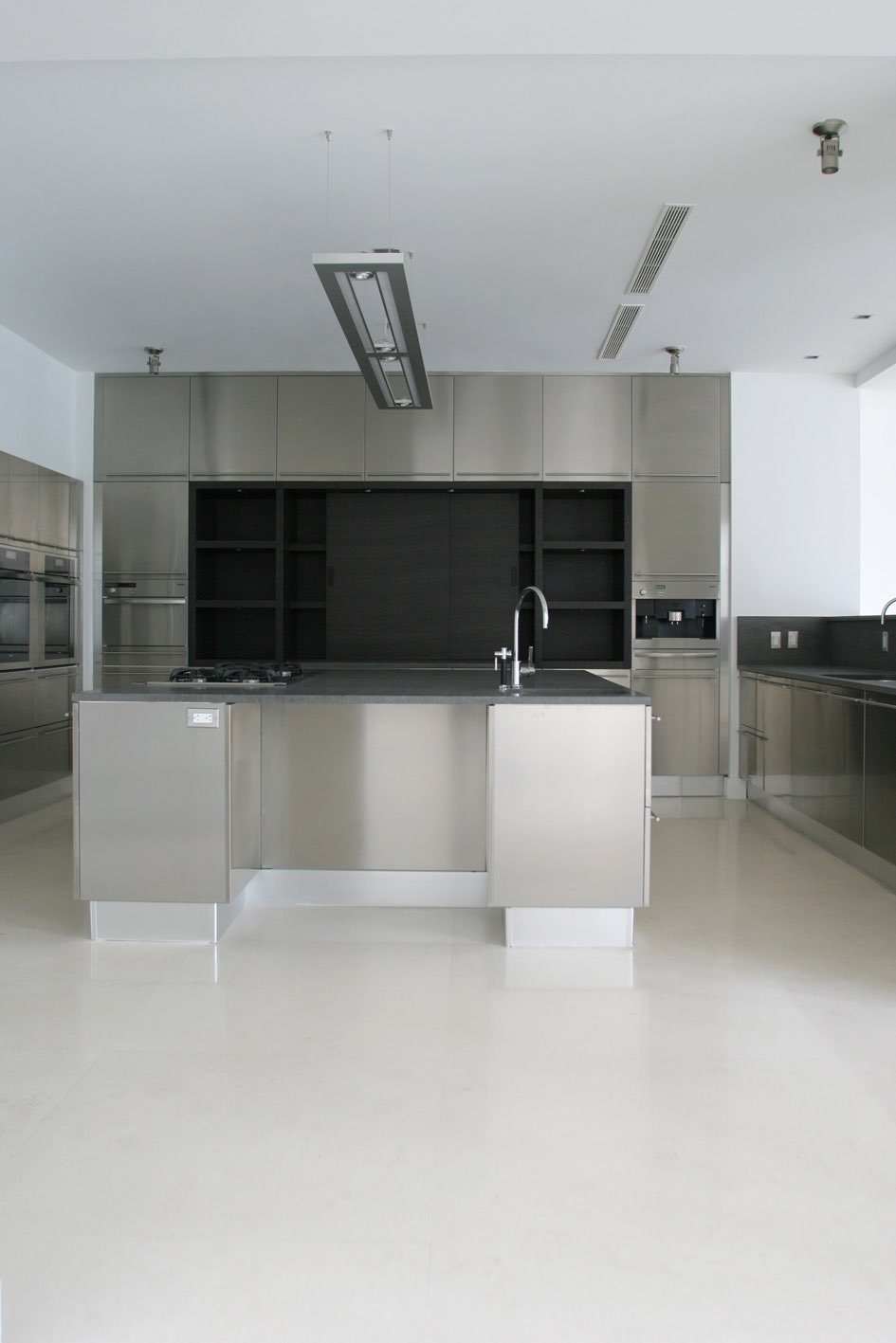 Blanco Limestone Kitchen Floor