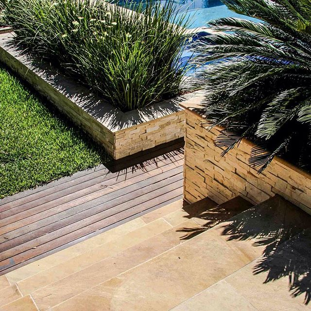 It's hard to go past Willow Sandstone when planning the ultimate garden + pool reno project... and with summer just around the corner there's no better time to get started! . . . #bellstone #sandstone #architecturelovers #landscapedesign #flooring #naturalstone #stone #poolinspo #gardeninspo #outdoorliving #houzzau