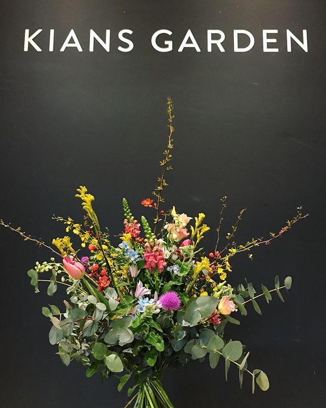 WE LOVE FLOWERS!!! #kiansgarden #berlin #münchen #flowercatering #tgif #weloveflowers #dankeakkus #dankeanne #dankeeuch #flowergoals #flowergram #weareopen #beautiful #habenwiresauchmalschön #happy