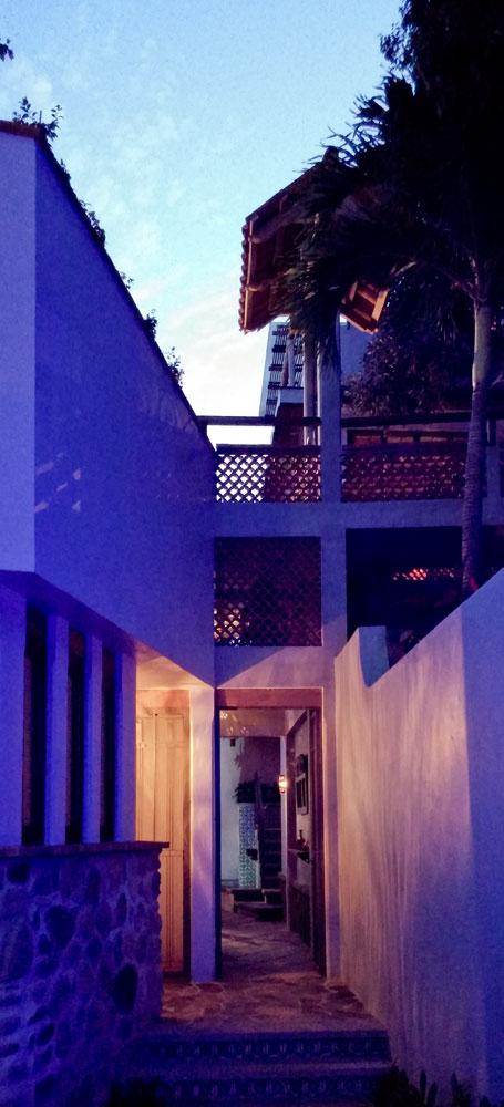 Casa-Joyero-Sayulita-passageway.jpg