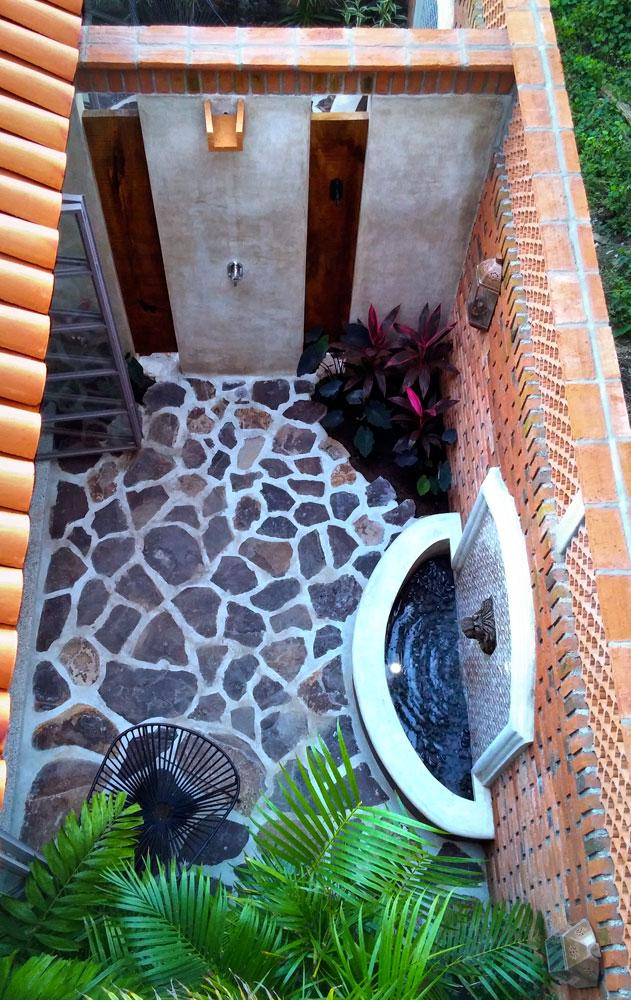 Casa-Joyero-Sayulita-shower.jpg
