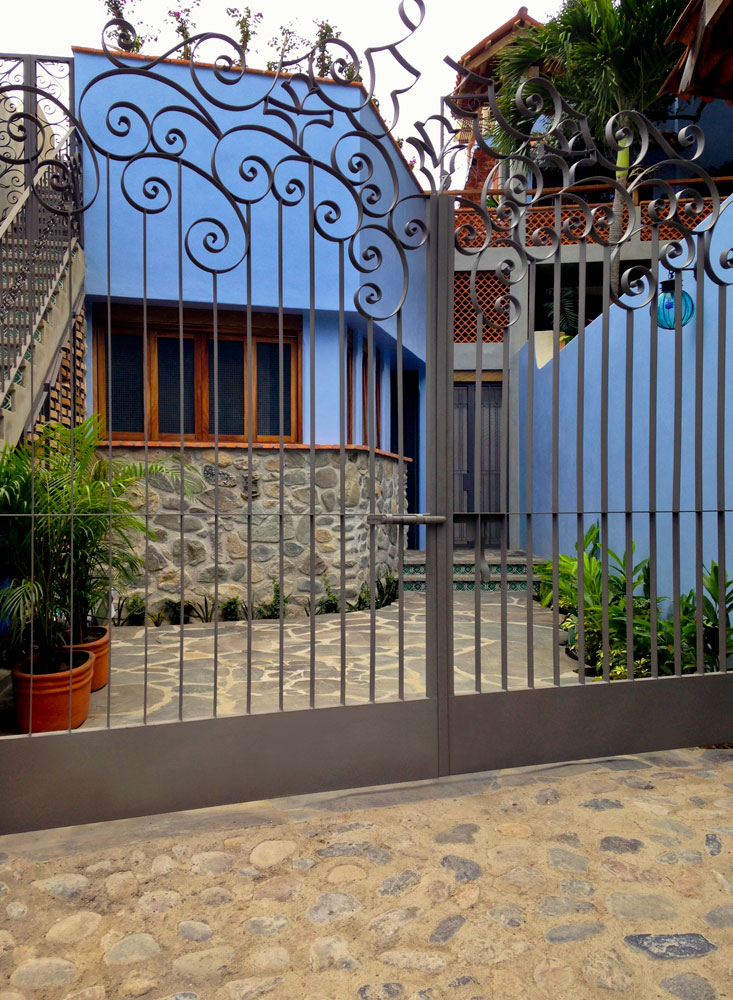Casa-Joyero-Sayulita-4-front-gate-0102.jpg