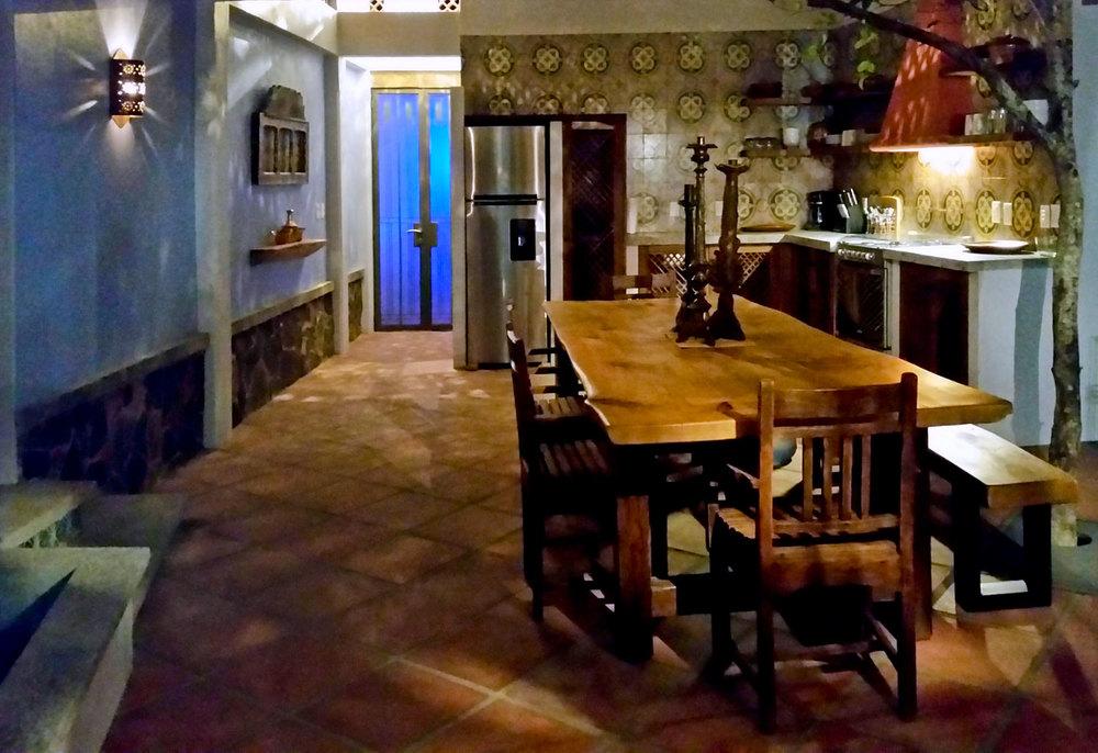 Casa-Joyero-Sayulita-42-dining-table-01-44.jpg