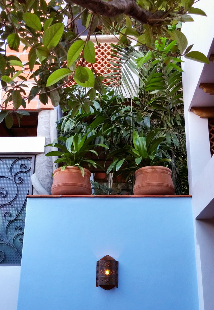 Casa-Joyero-Sayulita-46-pots-on-wall-30.jpg