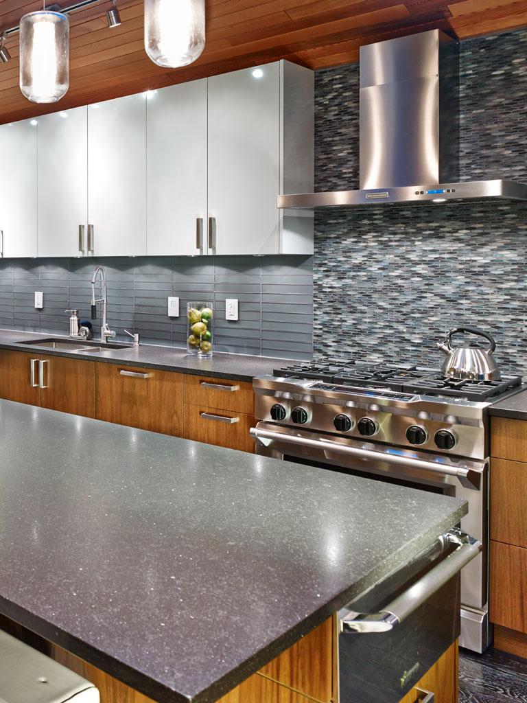 Vertical kitchen detail