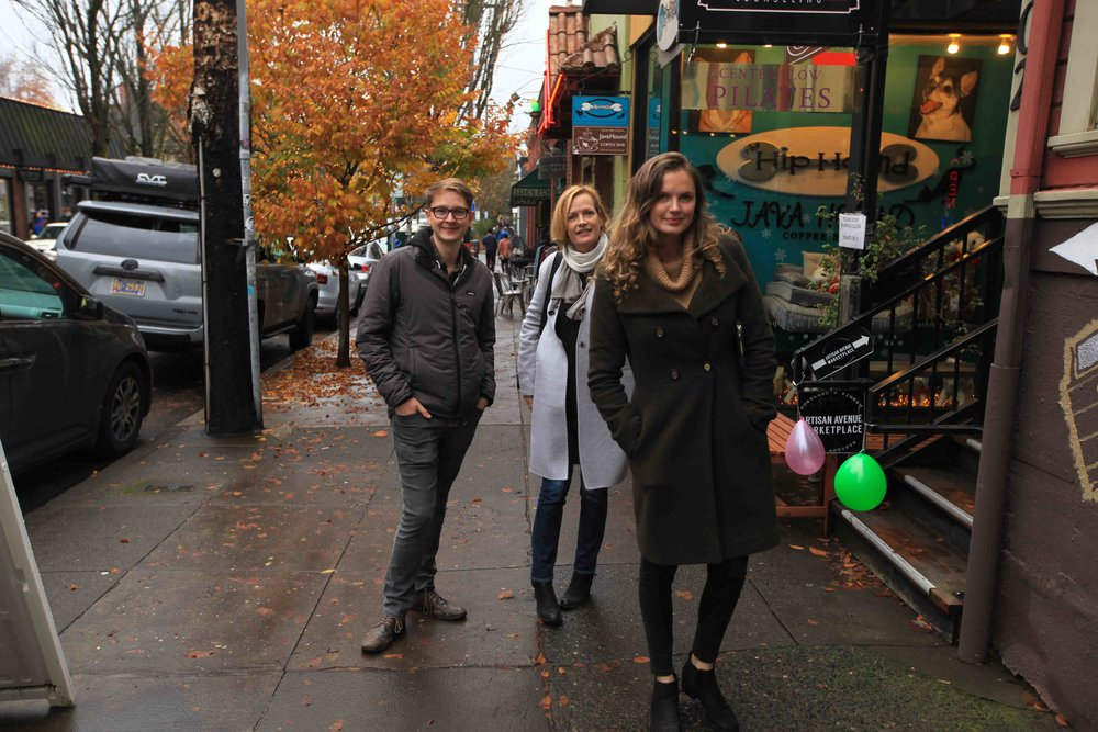 Shopping on 23rd Avenue with Ollie, Louise and Flo