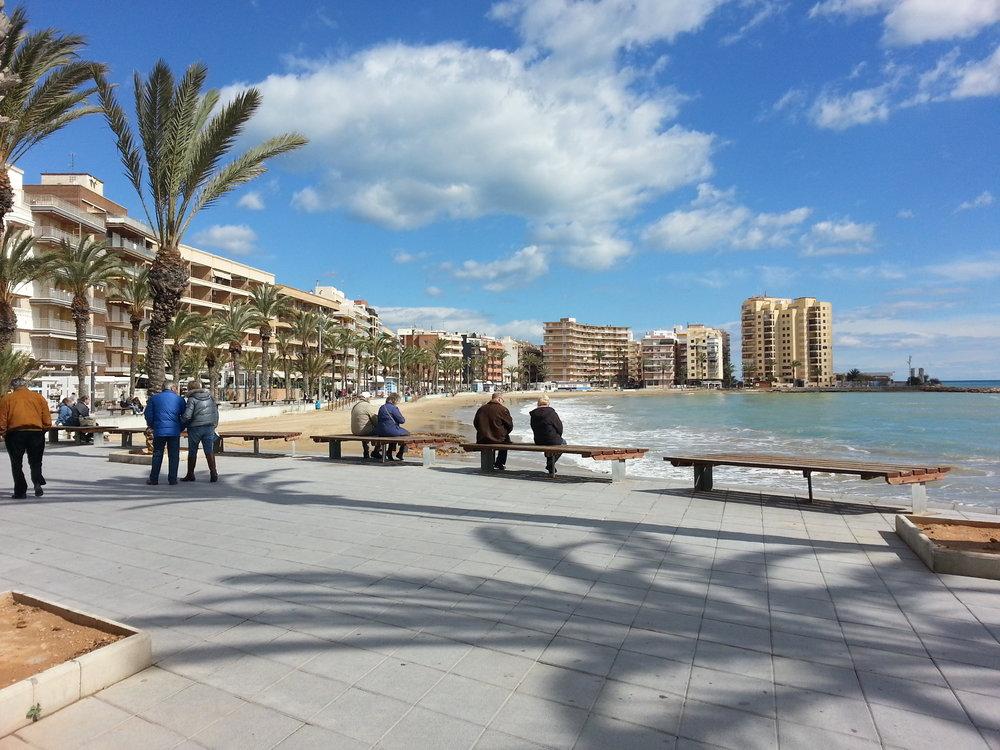 Torrevieja - En charmig Spansk stad vid havet som blivit utsedd av WHO som ett av världens hälsosammaste områden att bo. Internationell prägel med mycket att erbjuda både för korta som långa perioder. Stor marina, strandpromenader och ett levande stadskärna gör denna stad till en poplär plats att många Skandinavier under hela året.