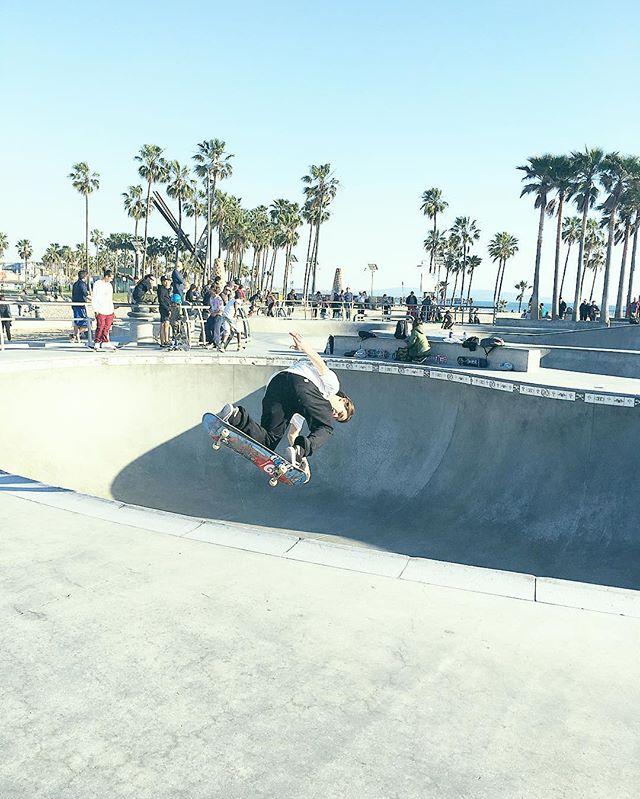 S  K  A  T  E  B  O  A  R  D 🌊  P . . . . #wishingforsummer #fuckwinter #la #losangeles #santamonica #venicebeach #veniceskatepark #skateboard #skateboardp #summer #spring #palmtrees #skatepark #skateboarder #skatebowl #bowl #california #westcoast #bestcoast