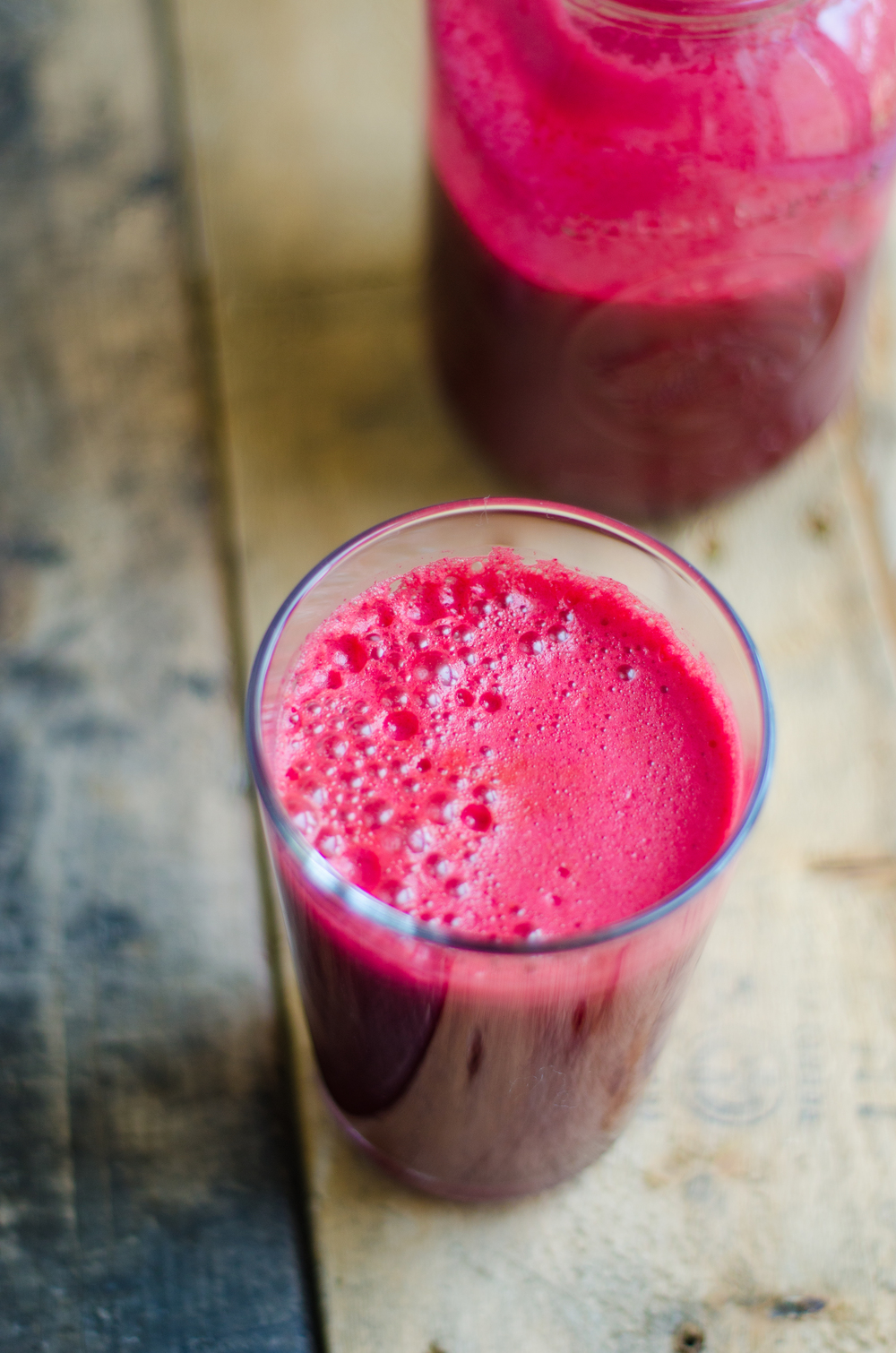Beet, apple & carrot juice recipe. Delicious & refreshing vegetarian green juice. thenomadicwife.com