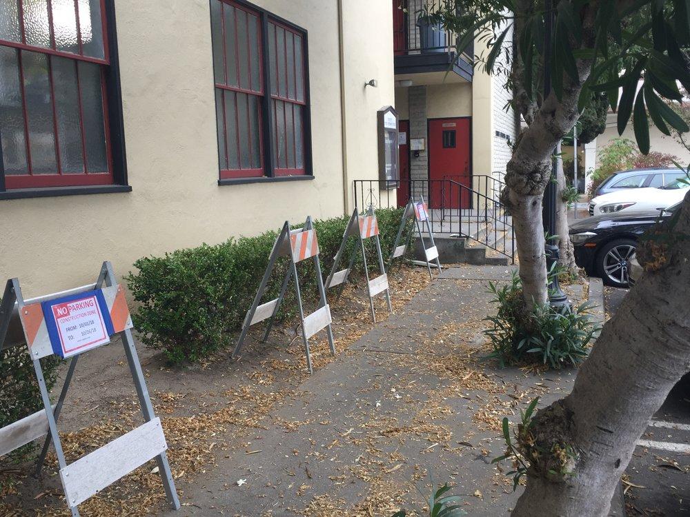 2018-09-28 Pre-demolition narrow sidewalk