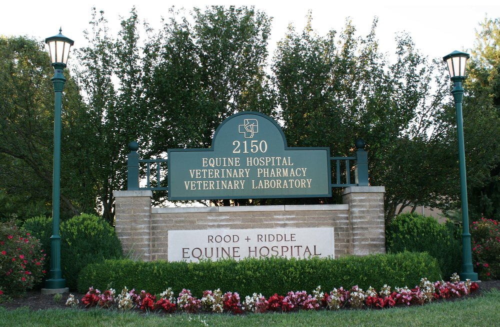 entrance-sign-to-the-rood-and-riddle-equine-hospital-in-lexington-BHYWDA.jpg