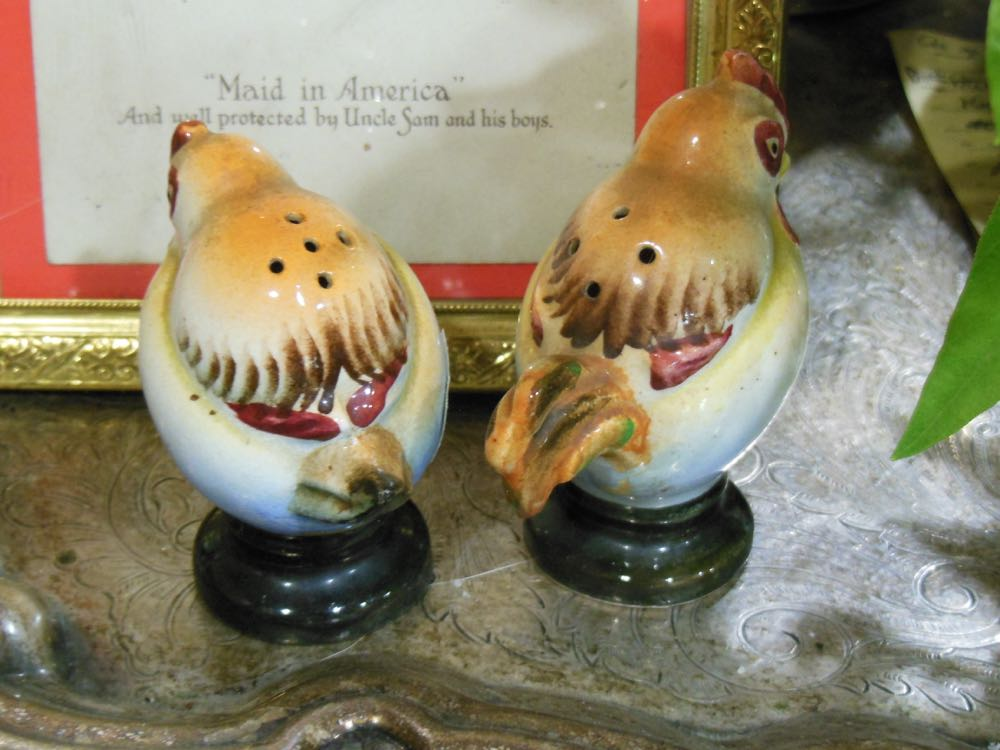 Back of the chicken salt and pepper shakers show which one is the hen, which one rooster.