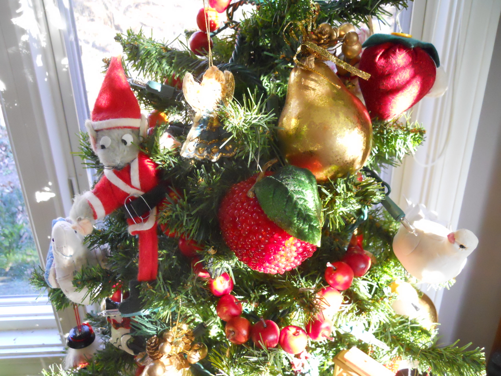 My Christmas tree story this year includes fruits, cats, birds and Mr. Santa Mouse ornaments.