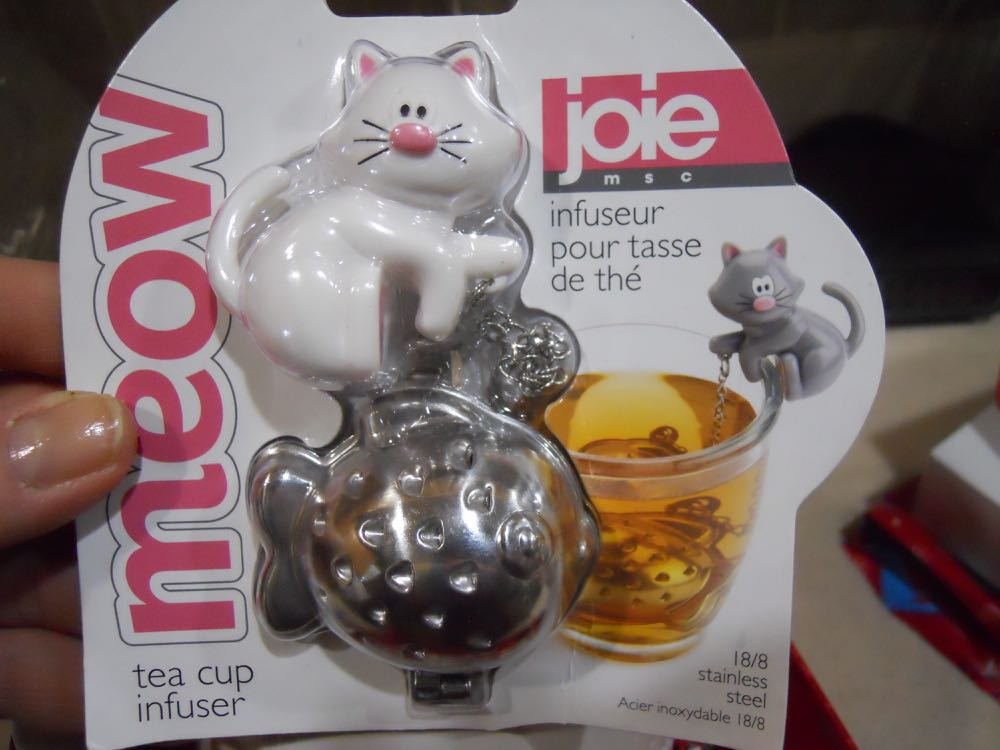 So the Meow Tea Cup infuser features a fish tea infuser that holds the loose tea.