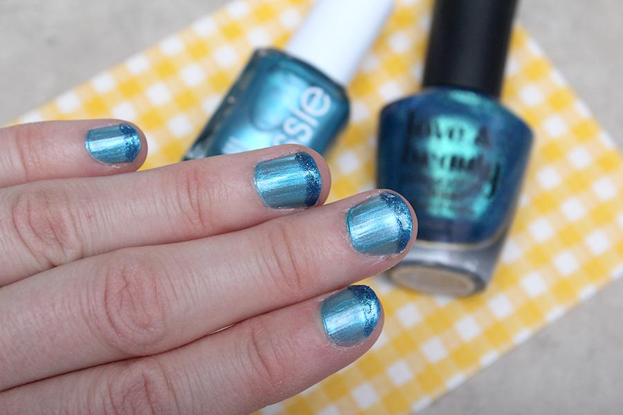 dark blue nail tips