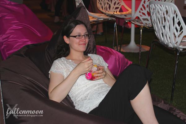 julie claveau enjoying yeh yogourt et cafe ice cream
