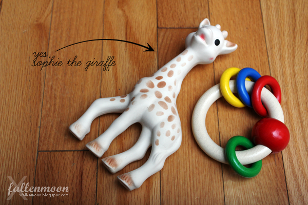 shophie the giraffe and touch ring toy