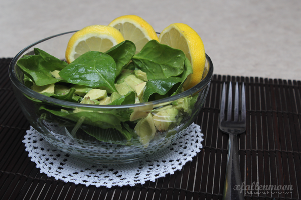 quick spinach lemon avocado lunch
