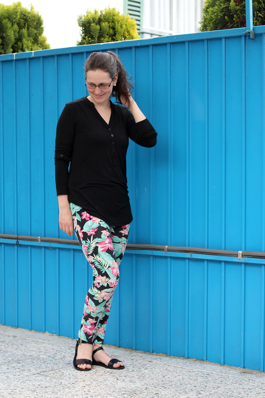 Julie Claveau of xfallenmoon wearing floral leggings, black shirt and Steve Madden sandals in black. Super comfortable outfit for a busy mom.