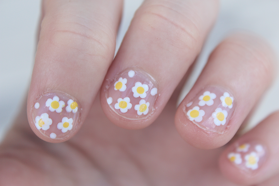 Little white and yellow daisies on bare nail. Super cute and quick nail art.