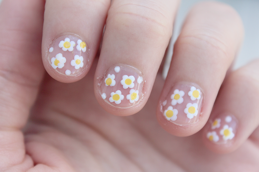 Add a little yellow dot in the center of the white dot clusters to make little daisies on bare nails. Click through for tutorial.