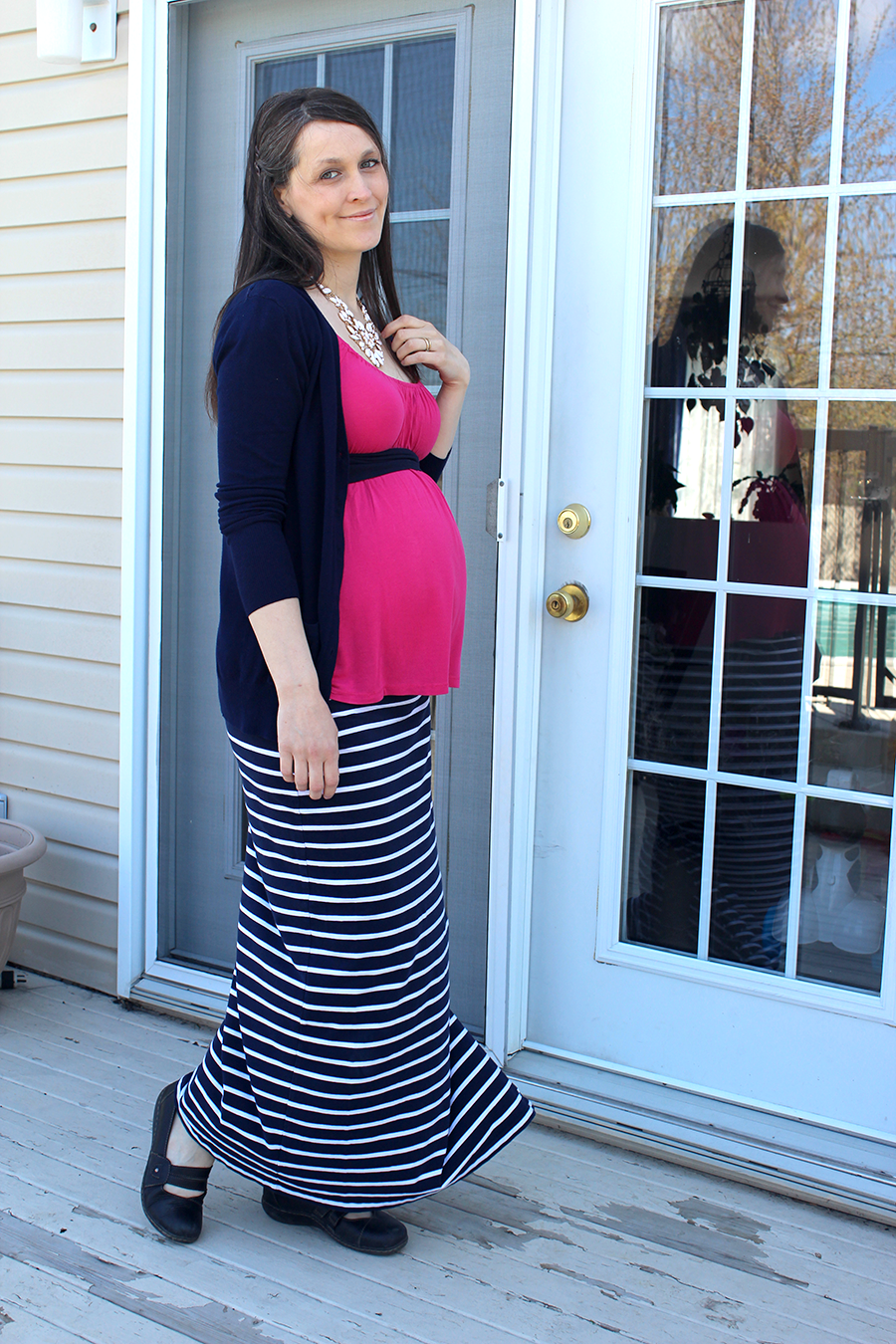 julie claveau 33 weeks pregnant.png