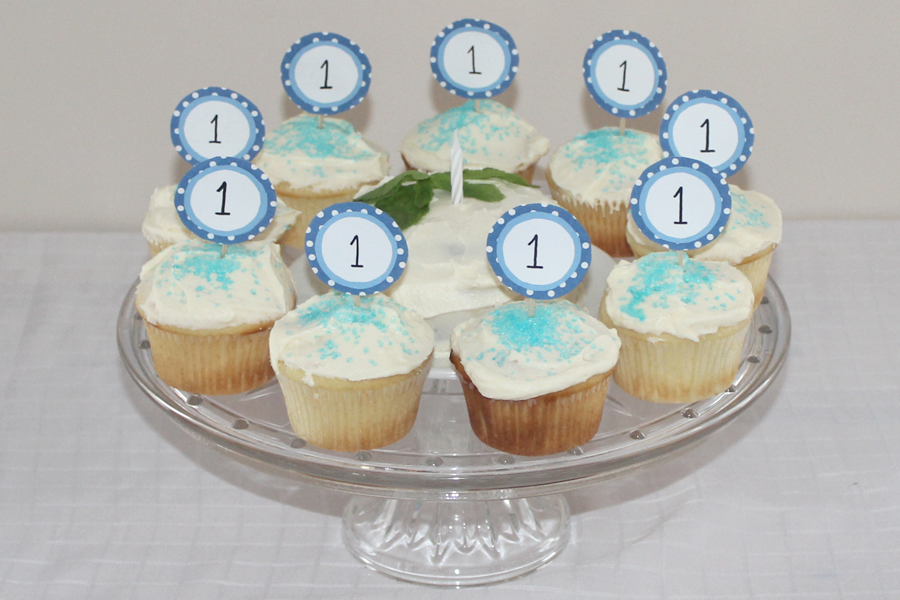 first birthday boy cupcakes cream cheese no eggs.png