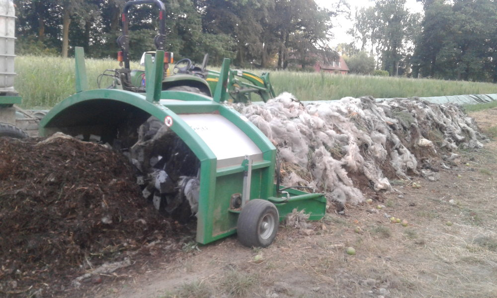 Composting Sheep's Wool in the Windrow