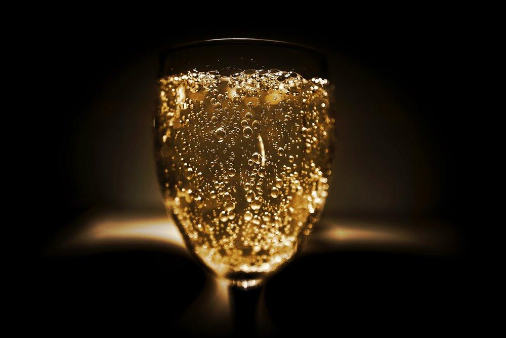 Il Brindisi al nuovo anno - Il tradizionale brindisi di mezzanotte in compagnia dello Champagne 'Tradition' Grand Cru Brut del vigneron R.H. Coutier servito dalla Jéroboam