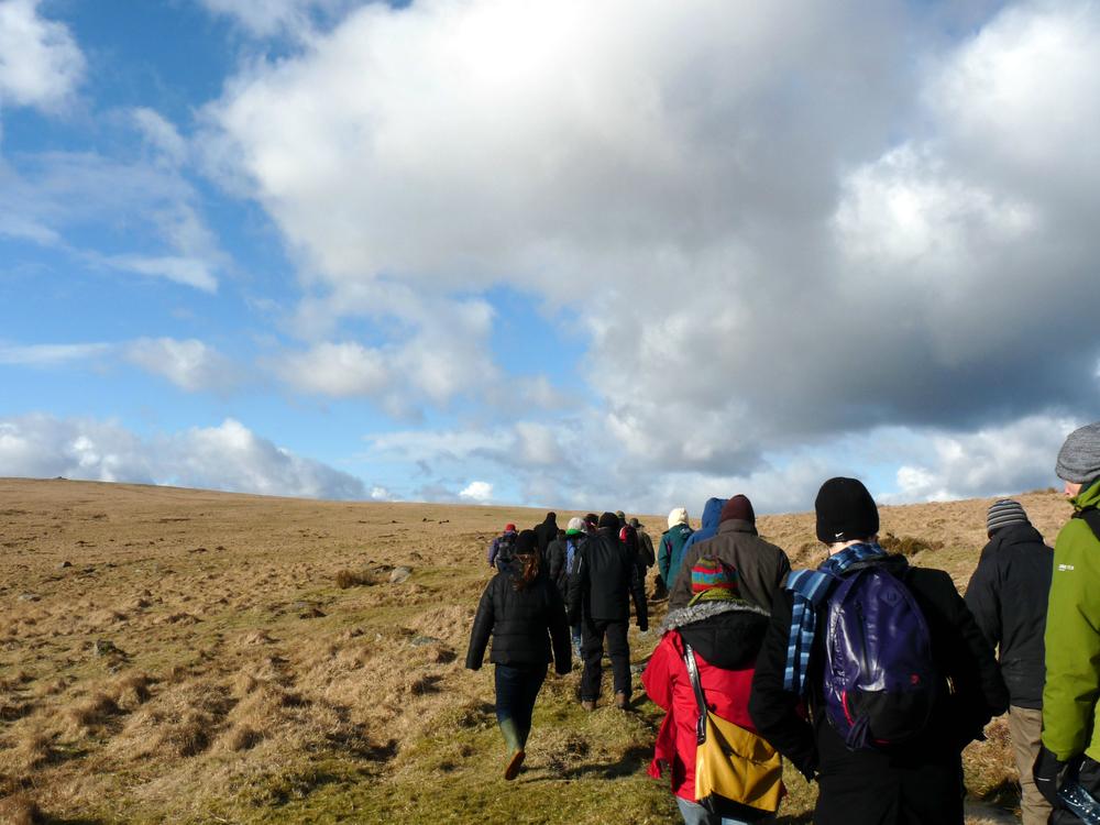 Caminhar, aqui no Parque de Dartmoor, uma das muitas aulas onde você aprende de corpo inteiro... uma das minhas favoritas.