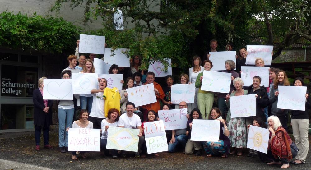 O College todo unido pelo Brasil, em 2013 quando o povo foi para as ruas e nós estávamos tão longe e tão perto.
