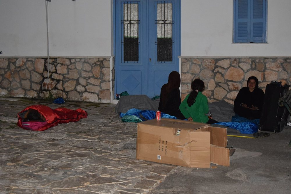 29/02 Sleeping outside with MSF supplies
