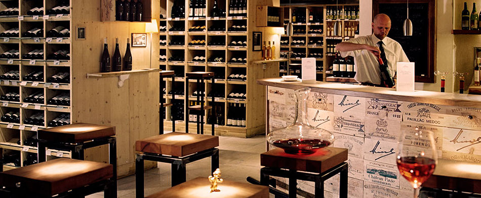 Best bars in vienna best bars europe for Wine shop decoration