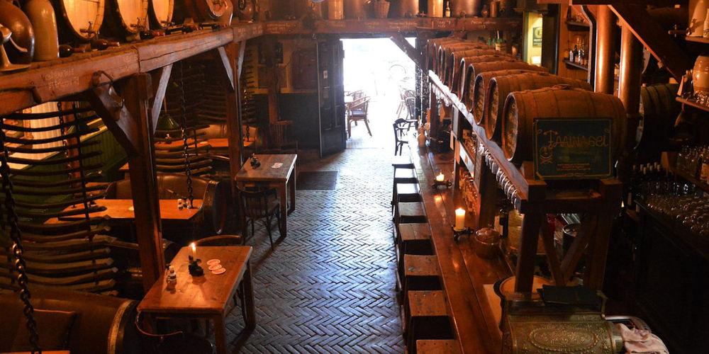 Best Bars Amsterdam ~ Proeflokaal De Admiraal ~ Photo: Facebook proeflokaaldeadmiraal